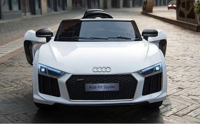 Xe hơi điện cho bé Audi R8 Spyder_Thiết kế 2 cửa mở ngang kèm cụm đèn trước siêu ngầu