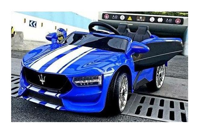 Xe ô tô điện trẻ em KL-1888 màu xanh