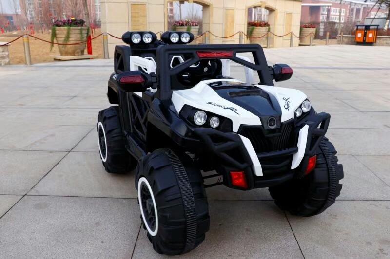Xe ô tô điện trẻ em 2 chỗ ngồi Jeep BQ-2188 màu Trắng