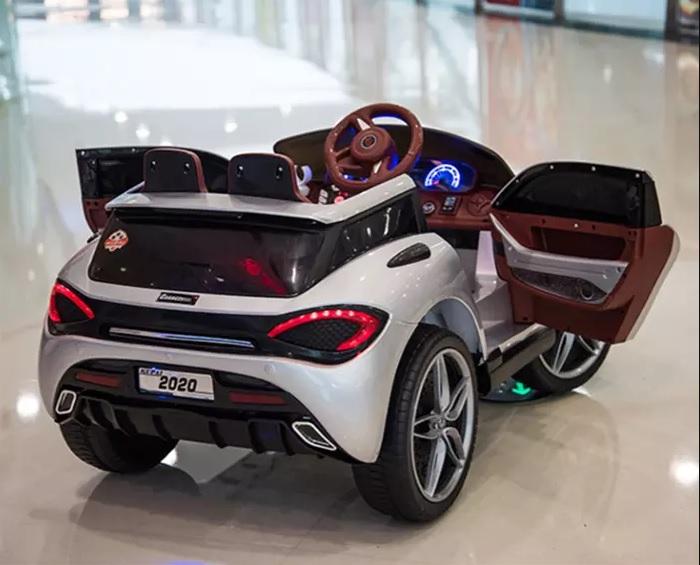 Xe ô tô điện trẻ em Mclaren 2020 cụm đèn LED sau
