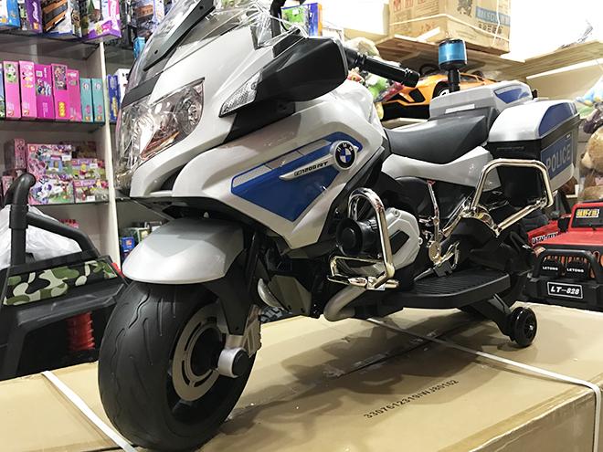 Xe máy điện cho bé BMW-212 Logo bản quyền của BMW trên thân xe