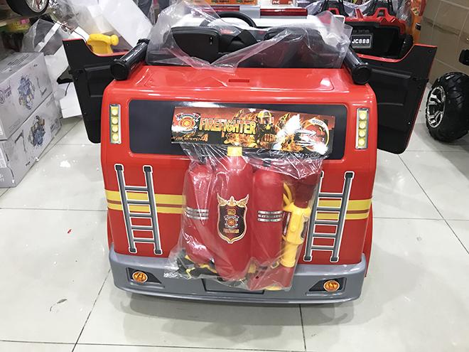 Xe ô tô cứu hỏa điện trẻ em LL-911 2 bình nước kèm súng phun nước phía sau xe