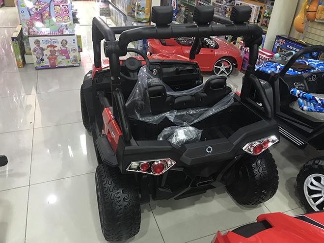 Xe điện cho bé WXE-8988 bánh xe làm bằng cao su non đặc