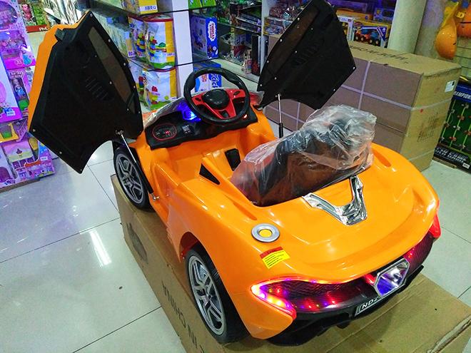 Xe điện cho bé Mclaren ND-2019 trang bị bánh cao su non đặc siêu bền