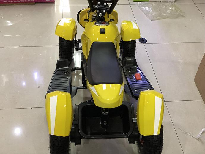 Xe máy điện trẻ em KF-6688 có ngăn để đồ phía sau xe