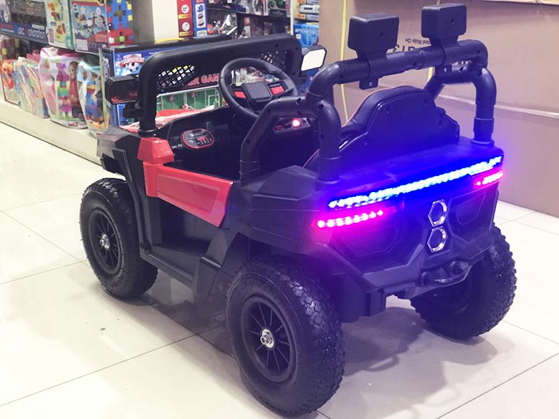 Xe điện cho bé Jeep A909 với cụm đèn LED sau