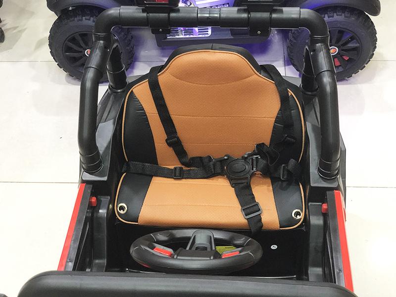 Xe điện cho bé Jeep A909 với ghế nệm da êm, rộng rãi
