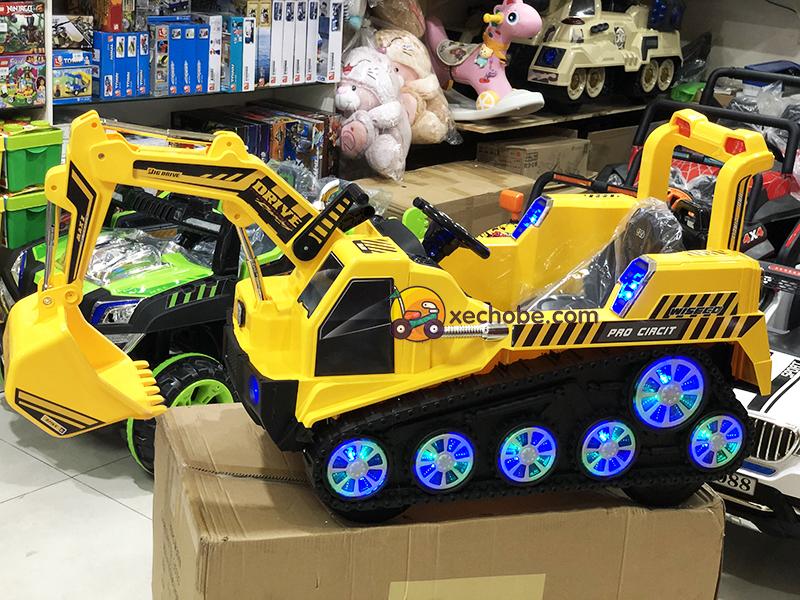 Xe ô tô điện cần cẩu FD-2811 với đèn LED bánh xe siêu sáng
