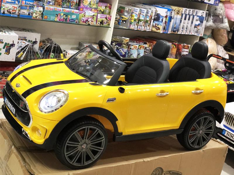 Xe ô tô điện trẻ em SX-1638 có công tắc bật, mở đèn