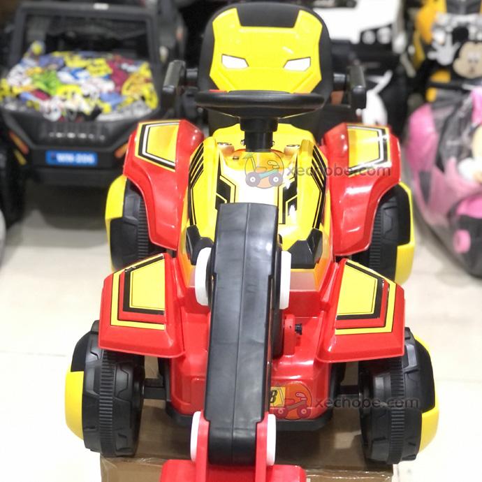 Xe cẩu điện trẻ em 118 có thiết kế hình dáng giống nhân vật người sắt trên phim
