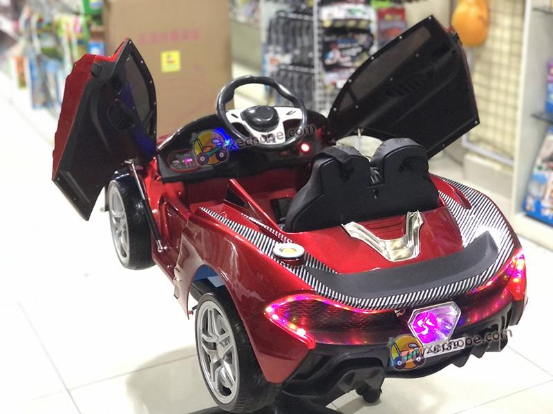 Xe ô tô điện trẻ em 6189 với cụm đèn LED sau